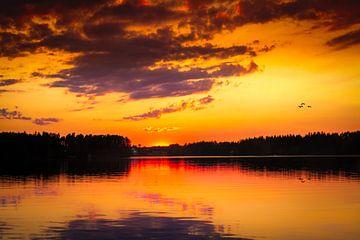 Le coucher du soleil après une chaude journée à Jämtland en Suède sur Hamperium Photography