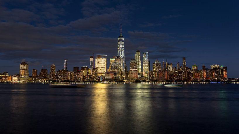 New York City skyline at night van Marieke Feenstra