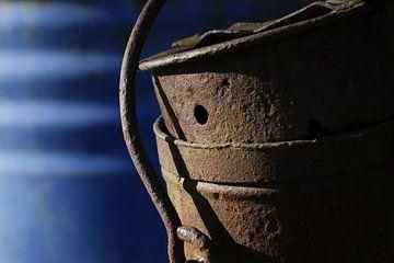 Roest : een  oude melkbus van Wim Bodewes