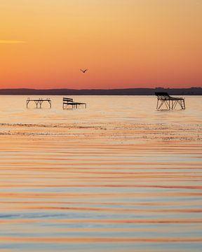 Anglersteg zum Sonnenuntergang am Plattensee Balaton in Ungarn