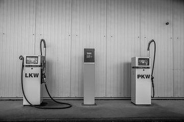 Twee benzinepompen van Norbert Sülzner