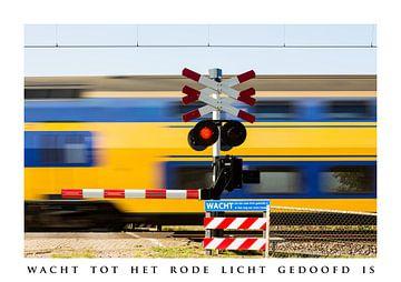 Wacht tot het rode licht gedoofd is ....... van Fotografie Jeronimo