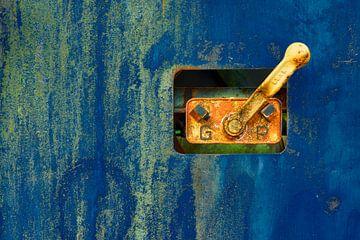Teil eines blauen Eisenbahnwaggons von Jenco van Zalk