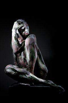 Mann als Statue fotografiert von Cor Heijnen