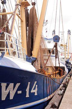 Bateaux de pêche à IJmuiden I Industriel I Impression couleur d'époque
