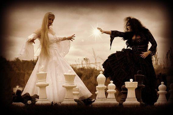 Black Queen vs White Queen van  Pauli Langbein