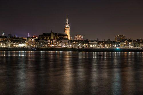 St. Stevenskerk - Nijmegen bij nacht  van