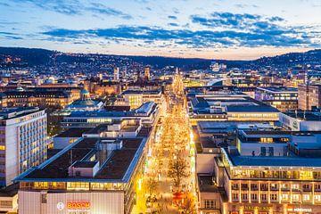 Stuttgart mit der Königstrasse bei Nacht von Werner Dieterich