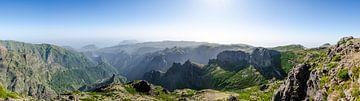 Uitzicht vanaf Pico do Arieiro von Bram van der Meer
