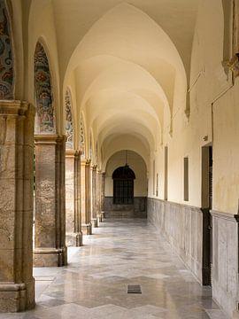 Galerij in het 'Hospital de San Juan de Dios' - Granada van René Weijers