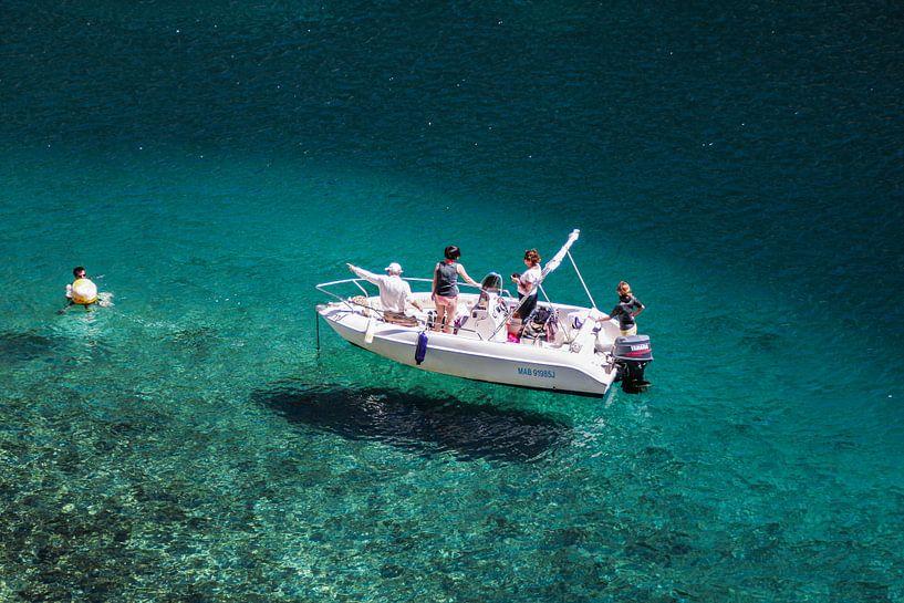 Bootje op de Calanques in de Provence in Frankrijk van Rosanne Langenberg