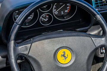 Intérieur d'une voiture de sport Ferrari F355 des années 1990 sur Sjoerd van der Wal