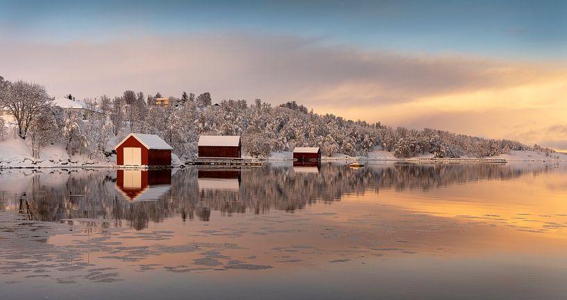 Boothuizen in de winter op Senja, Noorwegen van Adelheid Smitt