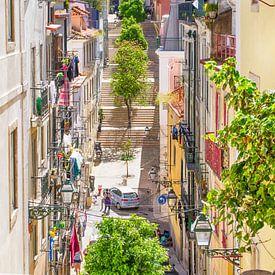 Lissabon kleurrijk straatje van TIZ Fotografie