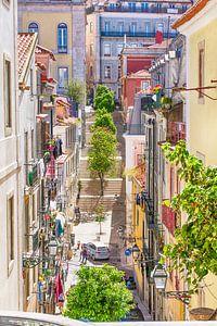Lissabon kleurrijk straatje van