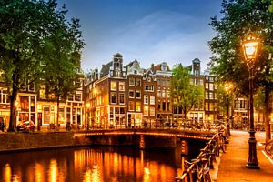 AMSTERDAM ' s avonds idylle aan de Singel