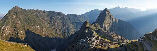 Machu Picchu, Panorama foto van Inca Ruïne, Peru von Martin Stevens