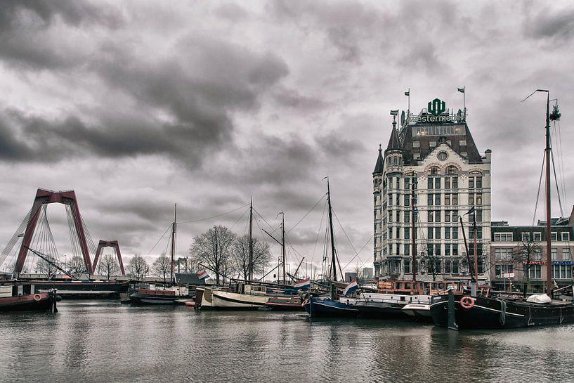 Het Witte Huis en de Willemsbrug Rotterdam van Annemiek van Eeden