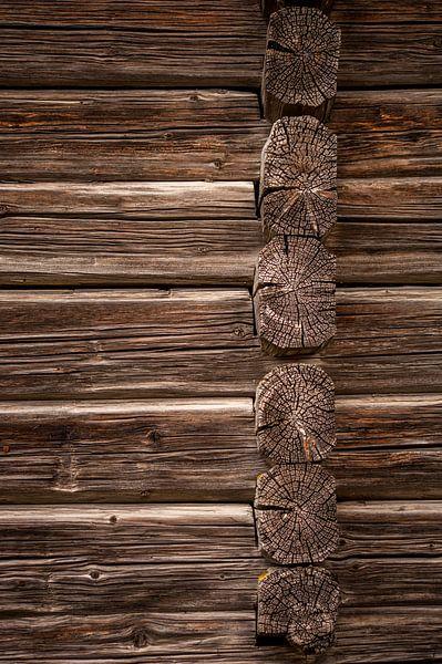 Zweedse houten muur van Margreet Frowijn