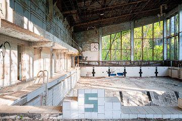 Verlaten Zwembad in Verval.