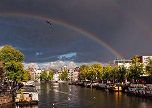 Regenboog over de Amstel van