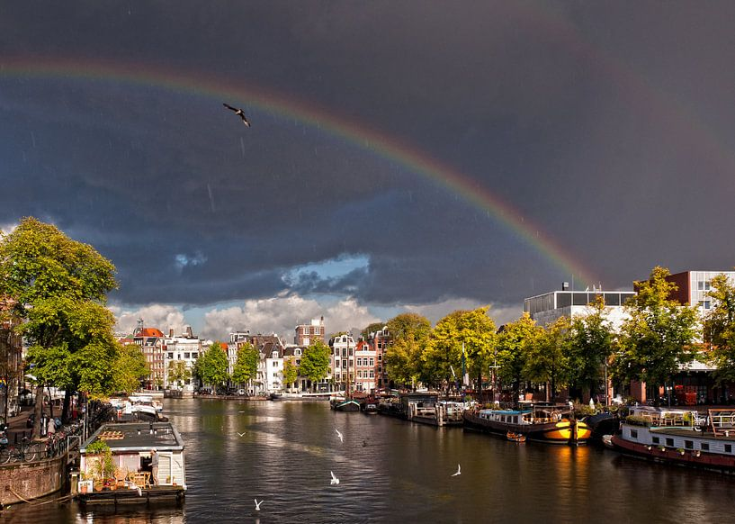 Regenboog over de Amstel van Tom Elst