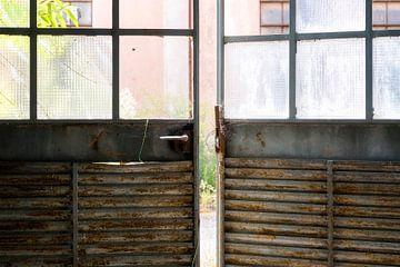 Deuren van een Verlaten Fabriek. van