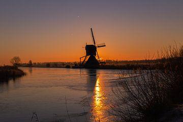 Lever du soleil à Kinderdijk, Pays-Bas sur Arisca van 't Hof