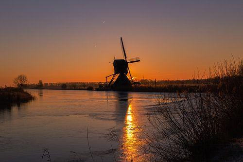Zonsopkomst bij Kinderdijk, Nederland