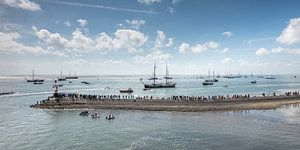 Pier in de haven van Terschelling met boten