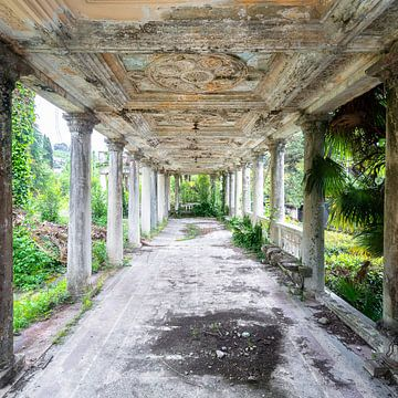 Verlassener, erweiterter Korridor. von Roman Robroek