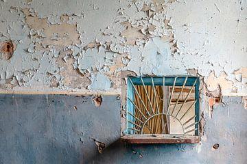 Ein Zähler in einem verlassenen Postamt. von Hilda Weges