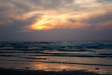 Noordzee bij zonsondergang von Evelyne Renske