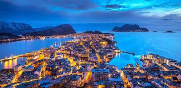 Avond in Ålesund, Noorwegen van Adelheid Smitt