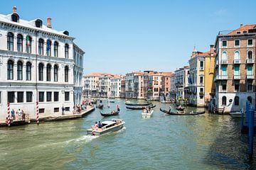 Kanaal door Venetië von Rene Wassenbergh