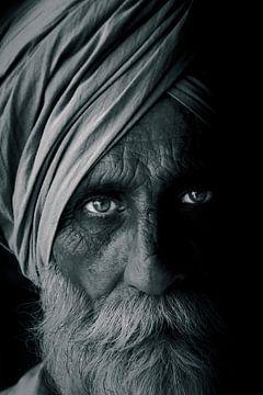 Im Auge des alten Mannes (schwarz-weiß) von Maarten Borsje