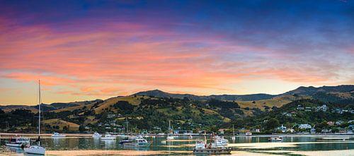 Zonsopkomst boven Akaroa, Nieuw Zeeland