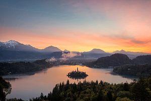 Zonsopkomst over het Meer van Bled in Slovenië
