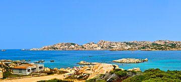 De blauwe zee bij La Maddalena - Sardinië, Italië van Maurits Simons