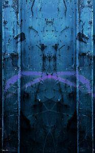 Figuur in het blauw van