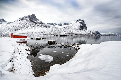 Winterpanorama op het eiland Senja in Noord-Noorwegen