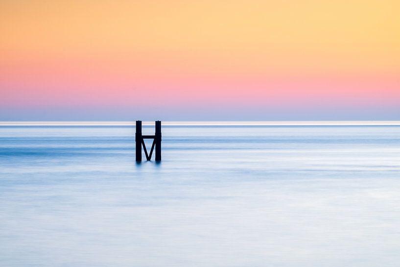 Het havenhoofd van Westkapelle tijdens zonsondergang van Dave Zuuring