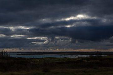 Besonderes Dunkelheitsbild auf dem Veerse Meer in Zeeland Niederlande von Rik Pijnenburg