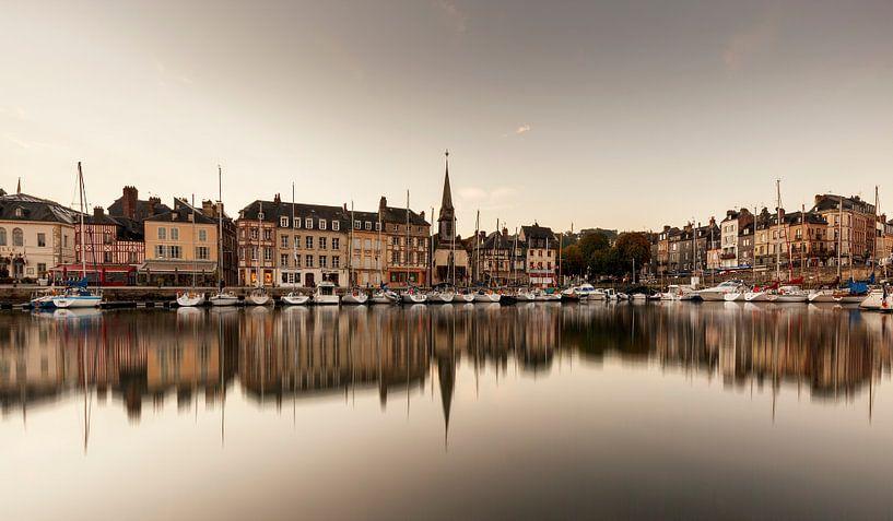 Haven Honfleur Frankrijk spiegeling  van Rob van der Teen