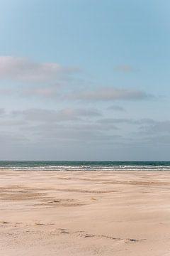 Het strand van Midsland aan zee op het waddeneiland Terschelling van Manon Galama
