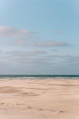 Het strand van Midsland aan zee op het waddeneiland Terschelling