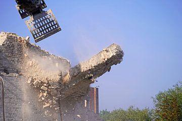Abriss des Speicher gebäudes des Komplexes Böllberger Mühle in Halle von Babetts Bildergalerie
