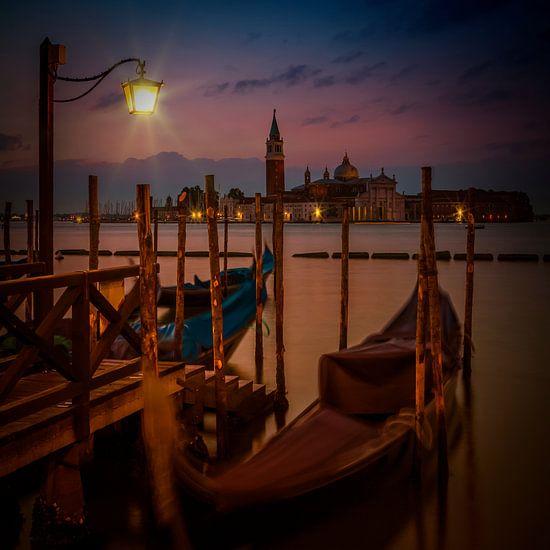 VENICE Gondolas during sunrise van Melanie Viola