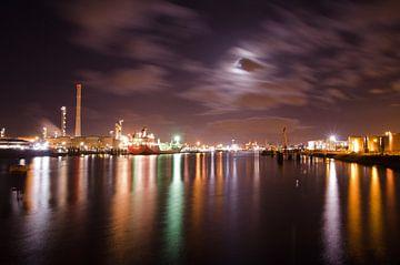 Nachtzicht tweede petroleumhaven van Remco Swiers