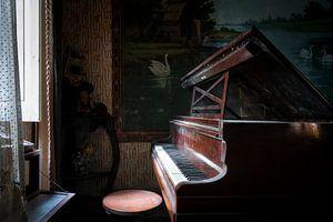 Verlaten Piano in het Donker.
